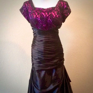 SYMPHONY OF VENUS Lace Overlay Mermaid GOWN Sz. 18